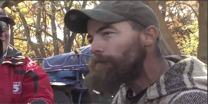 VÍDEO: Llega a su casa y encuentra un caimán en el jacuzzi