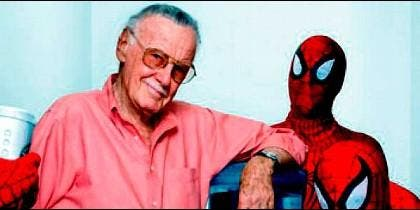 Stan Lee con Spiderman, una de sus creaciones
