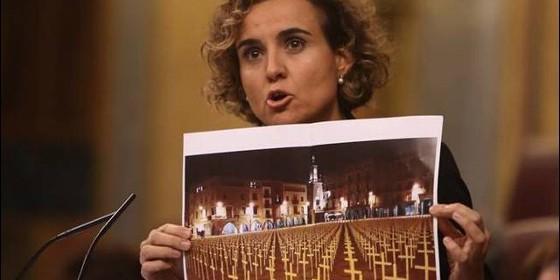 La portavoz del PP, Dolors Montserrat, durante el debate