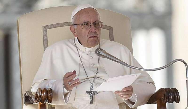 'Tened cuidado, el chismoso y la chismosa es un terrorista': papa Francisco