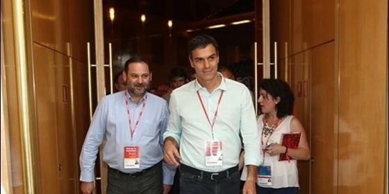 José Luis Ábalos y Pedro Sánchez.