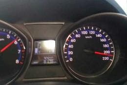 Velocímetro indicando mas de 200 km/h