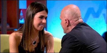 Sofía Suescun mirando a Kiko Matamoros (Telecinco)