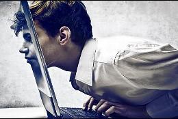 Chico en el ordenador