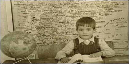 La escuela y los mapas de España.