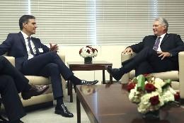 Pedro Sánchez, con el presidente cubano Miguel Díaz-Canel