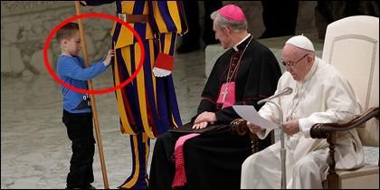 Niño y el Papa