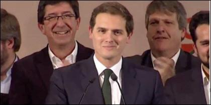 Albert Rivera se sonríe ante los afiliados de CS Andalucía.