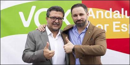 VOX: El juez Francisco Serrano con Santiago Abascal.