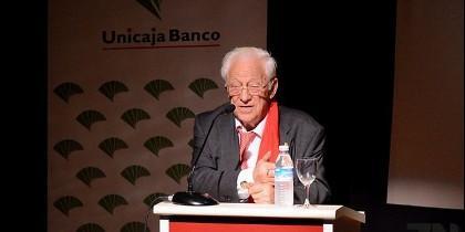 El padre Ángel llena el auditorio Fundos de Zamora