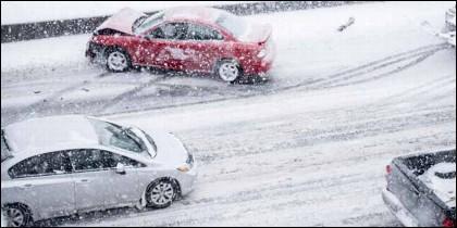 Invierno, hielo, nieve, frío, tráfico y coches.