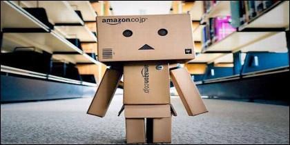 Buena parte del trabajo en los almacenes de Amazon lo hacen robots.