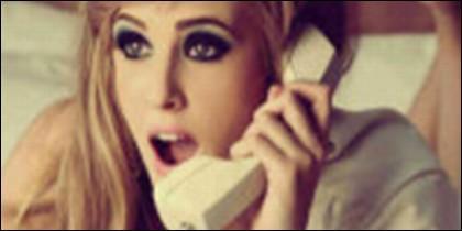 Chica al teléfono