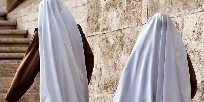 Mientras las monjas estaban en misa