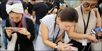 Chinas con móviles