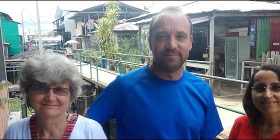 Ivanes, Zélia y César, religiosos de la comunidad de Islandia en la Amazonía peruana