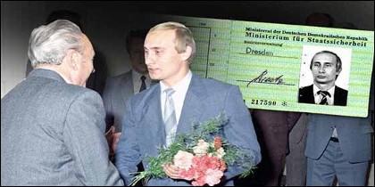 Una foto de un carné de la Stasi expedido a Vladimir Putin.