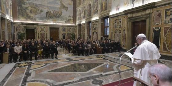 El Papa invita a reflexionar en Navidad sobre la situación de los migrantes en el mundo