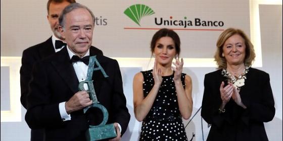 La reina Letizia 'recicla' un vestido de lunares y lentejuelas de Carolina Herrera para los Cavia