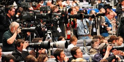 Periodistas y reporteros en rueda de prensa