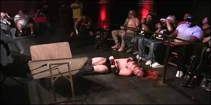 El luchador Shawn Phoenix después del accidente.