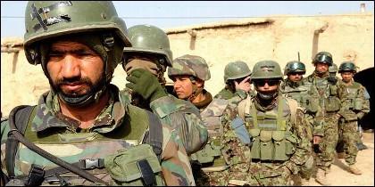 Tropas del Ejército de Afganistán realizan operativo contra Estado Islámico y los talibanes.