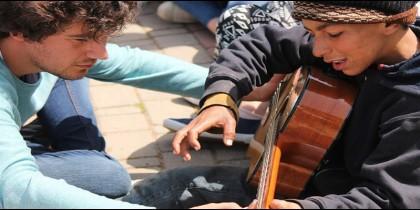 Los jóvenes de Hakuna acompañan a los refugiados en Navidad