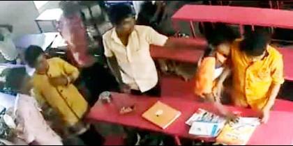 Pelea de estudiantes en la India