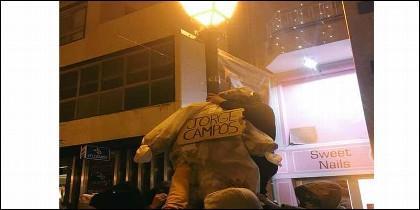 Los separatistas de Arran simulan ahorcar a Jorge Campos (VOX).