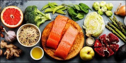 La dieta nórdica es rica en verduras, legumbres, semillas, granos enteros, nueces, pescados grasos, mariscos, frutos rojos y canola.