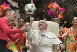 Exhibición del circo cubano ante el Papa