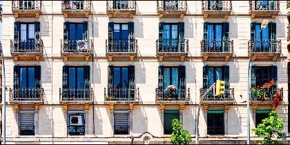 Balcones de un edifico (Llorente y Cuenca)