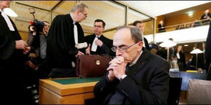 El cardenal de Lyon, juzgado por encubrimiento de abusos en Francia