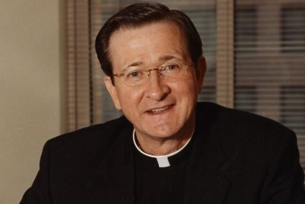 Opus Dei pagó casi un millón de dólares a mujer abusada por reconocido cura en Washington