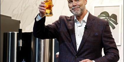Presentación de LG de su maquina de cerveza por cápsulas