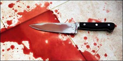 Crimen, asesinato, cuchillo y sangre.