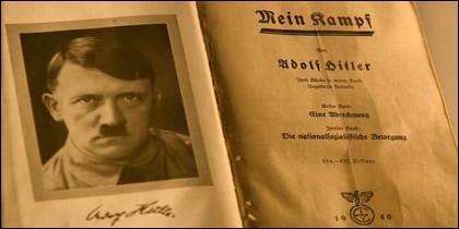 Un ejemplar de 'Mein Kampf', autografiado por el propio Hitler.