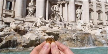 Las monedas que los turistas tiran a la Fontana di Trevi.