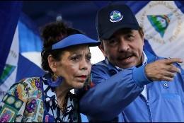 Daniel Ortega y su esposa