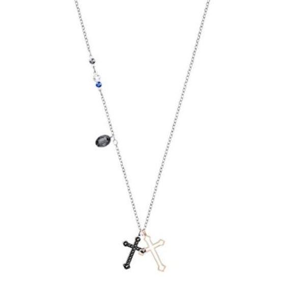 138cbb6d8e4e Colgante de 38 cm con diseño de doble cruz. Combina distintos colores de  cristal y baños metálicos y se acompaña de una cadena. Ver precio en Amazon.