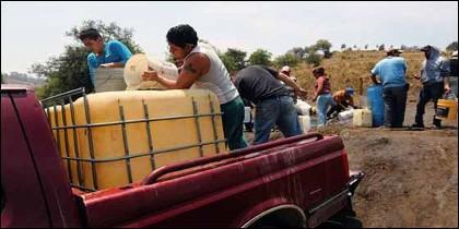 El 'huachicol': la moda de robar combustible en México.