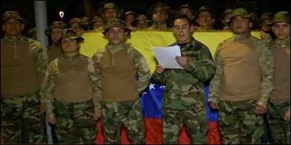 Militares venezolanos exiliados alzan la voz en contra de Maduro.