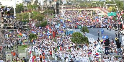 75.000 personas abren el macroencuentro juvenil, al que el Papa llega esta noche