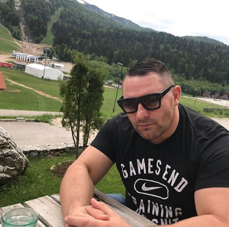 Exluchador de la UFC rescata a una mujer que era golpeada