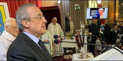 El presidente del Real Madrid visita la parroquia 24 horas del padre Ángel