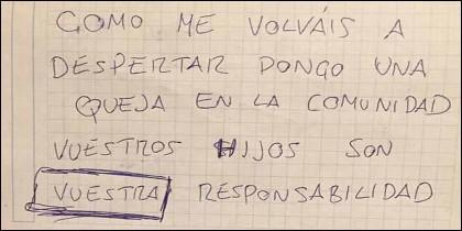 La nota de queja del vecino, por los lloros de la niña pequeña del piso contiguo.