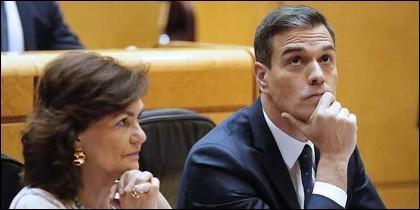 Pedro Sánchez, y la vicepresidenta, Carmen Calvo (PSOE).