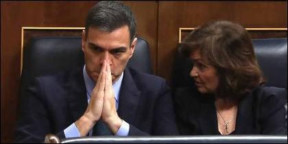 Pedro Sánchez y Carmen Calvo, en el Congreso de los Diputados.