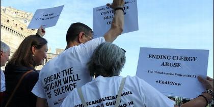 Manifestantes en Roma piden el fin de los abusos en la Iglesia