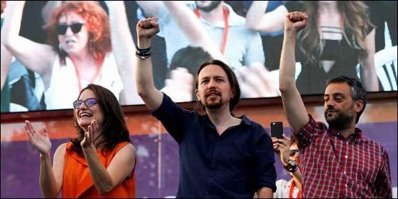 Pablo Iglesias, junto a Mónica Oltra, candidata de Compromís a la Generalitat, y Xulio Ferreiro, candidato de Marea Atlántica, en otros tiempos.